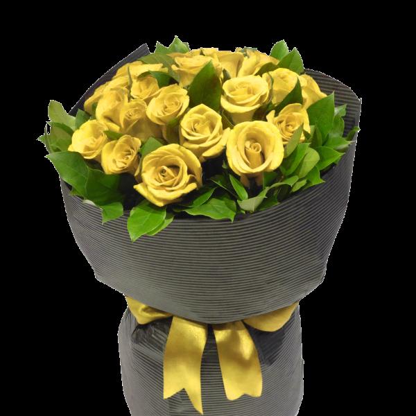 19 красных роз в вазе