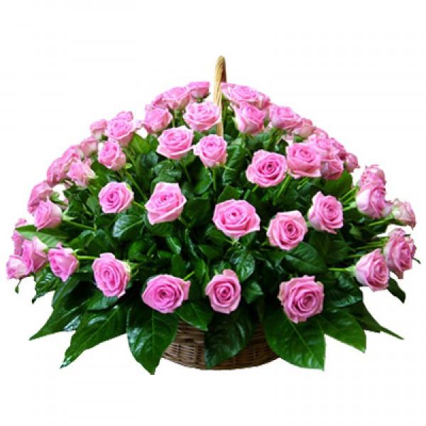75 розовых роз в корзине